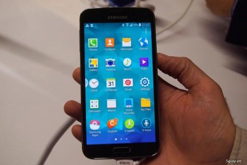 Bien chiec Galaxy S4 cua ban thanh Galaxy S5