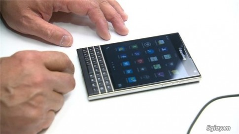 BlackBerry Passport, smartphone la cua BlackBerry mang thiet ke vuong vuc menly