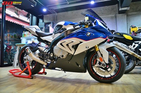 BMW S1000RR 2015 do noi bat voi dan do choi hang hieu