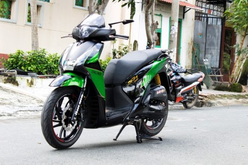 Bo doi Honda SH va Nouvo do mau xanh Kawasaki