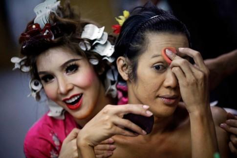 Cac show dien hoanh trang cua nguoi chuyen gioi Thai Lan