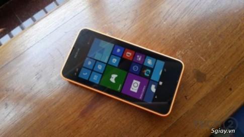 Can canh Lumia 630, chiec dien thoai chay WP8.1 cua Nokia