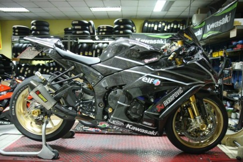 Can canh qua trinh do Kawasaki Ninja ZX-10R do Carbon tai Thai