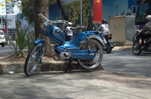 Can canh xe co Sachs Goebel khoe dang tren pho Sai Thanh