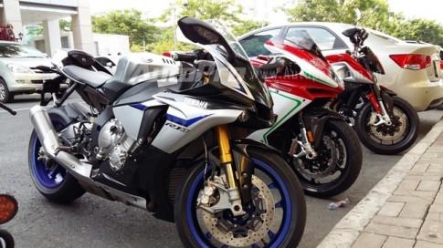 Can canh Yamaha R1M 2015 dau tien tai Viet Nam