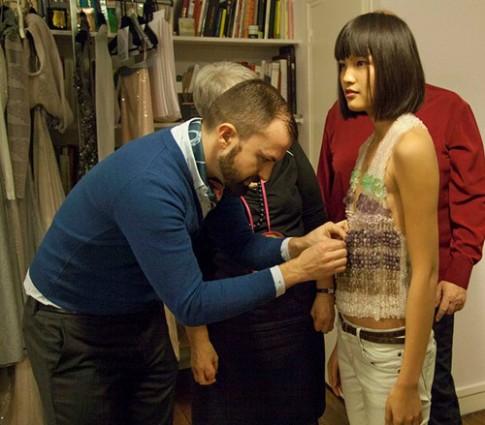 Chà Mi không được phép diễn ở Tuần thời trang Paris