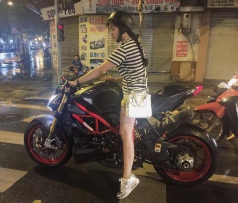 Chan dung co nang Ha Thanh xinh dep tren chiec Ducati Streetfighter