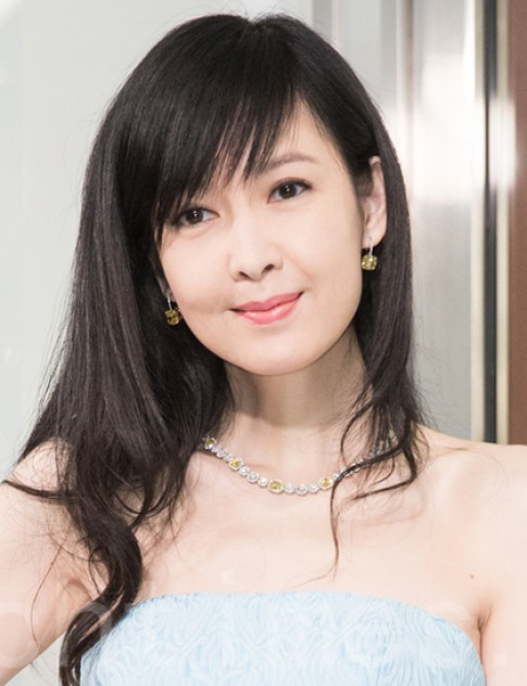 Chau Hue Man ngot ngao voi loi trang diem trong suot