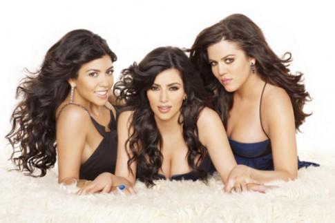 Chị em Kim Kardashian thiết kế thời trang cho trẻ em