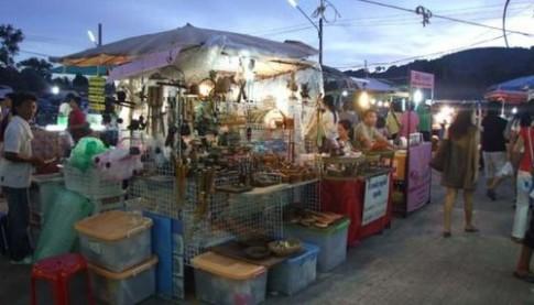 Cho dem cuoi tuan o Phuket