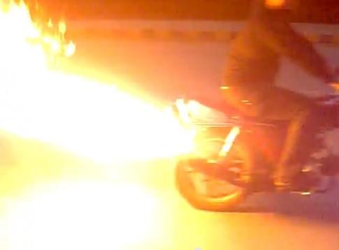 [Clip] Honda 70 nẹt tóe lửa 1 góc trời