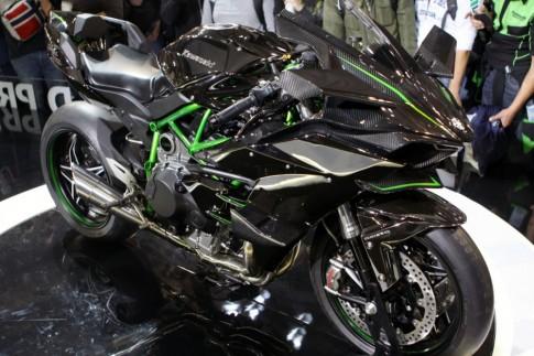 [Clip] Kawasaki Ninja H2R ha guc hang loat cac doi thu nang ky
