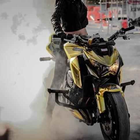 [Clip] Stunter miet vuon bieu dien tren chiec Kawasaki Z800