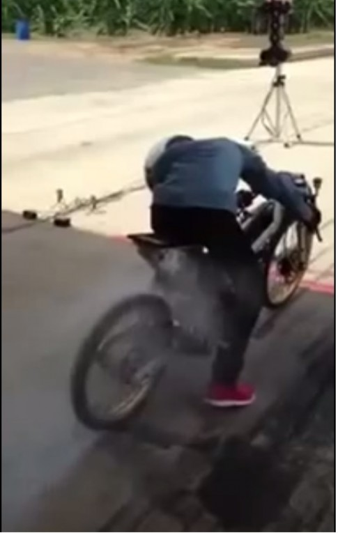 [Clip] Test honda future do drag bike