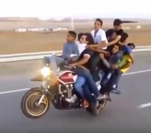 [Clip] Vua tong 10 vua boc dau tren chiec Honda CB400