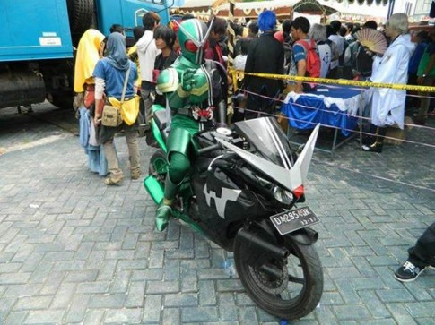 "[Clip]CBR150 Do phong cach Sieu nhan ""Kamen Rider Double"""