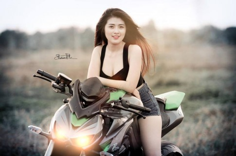 Co nang sexy day goi cam ben Kawasaki Z1000