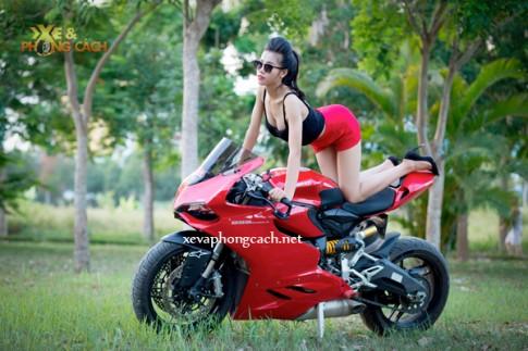 Cô nàng sexy gợi cảm trên chiếc Ducati 899 Panigale