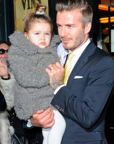 Con gai cua Victoria Beckham tu chon vay ao moi sang