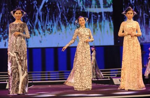 Cong Tri dua mien Trung kho can len ao dai
