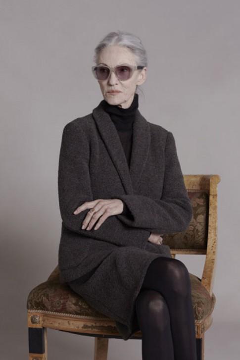 Cụ bà 65 tuổi thanh lịch trong bộ hình thời trang