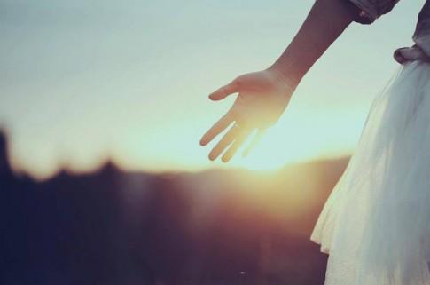 Đã đến lúc vứt bỏ thứ tình cảm không thuộc về mình...