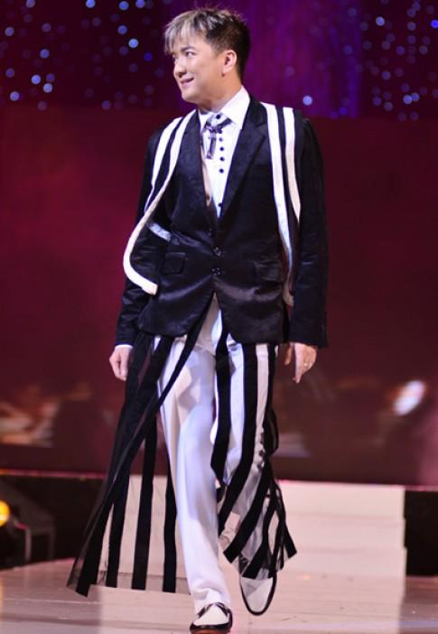 Dam Vinh Hung, V.Music lam vedette tren san catwalk