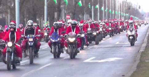 Dàn moto pkl với hàng loạt ông già noen chào đón giáng sinh