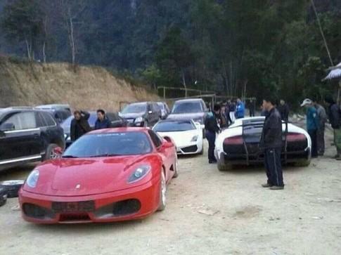 Dàn siêu xe vượt đường rừng ở VN gây bão trên mạng