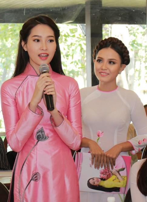 Dang Thu Thao tham du le hoi 'Ao dai va hoa'