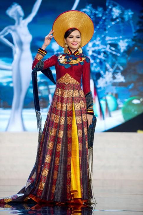 Diem Huong mac ao dai tren san khau Miss Universe