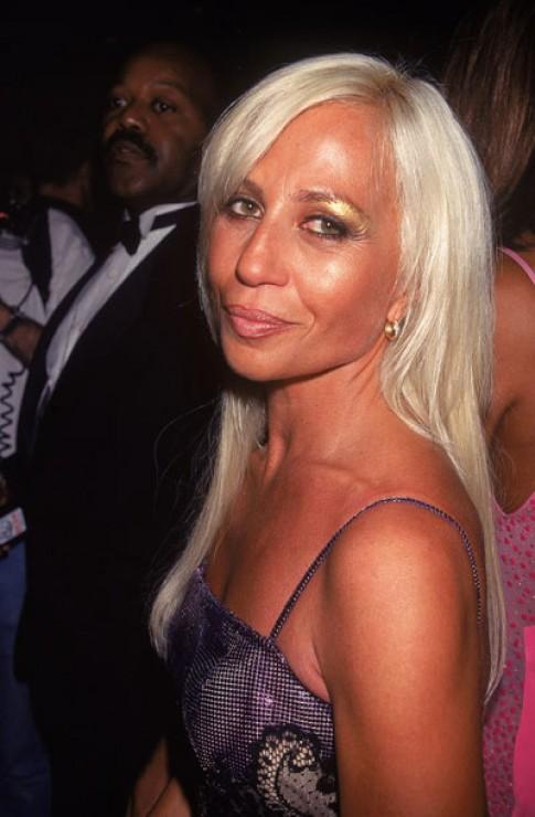 Donatella Versace sau 20 năm lạm dụng dao kéo