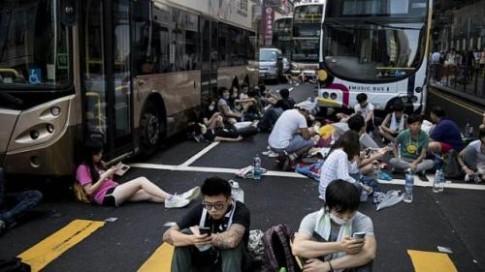 Du lich Hong Kong dinh tre do bieu tinh