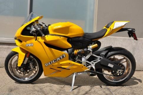 Ducati 899 Panigale thỏi vàng di động