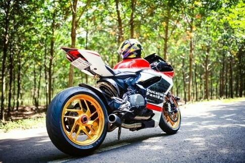 Ducati 899 Panigale voi mam ma Chrome doc dao cua biker Dong Nai