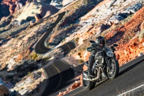 Ducati Diavel 2015 - dong xe co bap cua nguoi Y