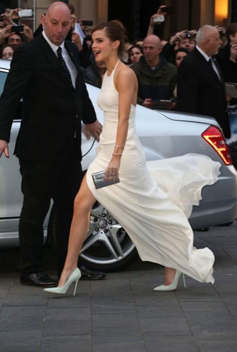 Emma Watson tung tay voi dam trang