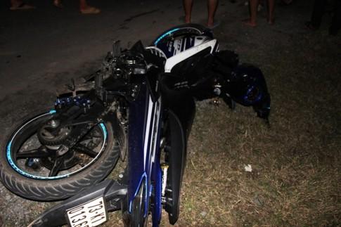 Exciter kẹp 3 tông đuôi xe tải, 2 thanh niên tử nạn hix