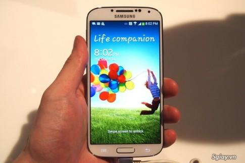 Galaxy S4 chinh hang giam gia cho S5
