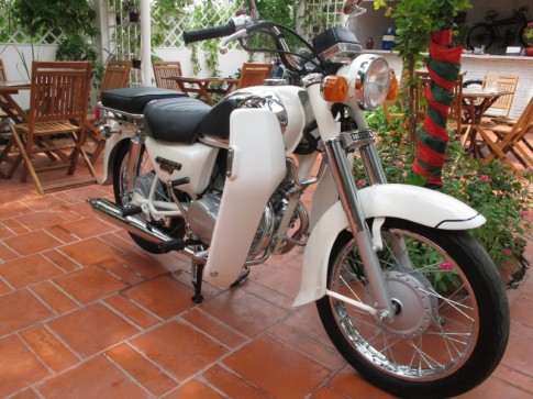 Gap go nang bach tuyet xom co Honda 1998 Benly CD125T