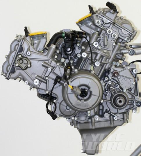 Ghê thật Ducati 1199 xài xú páp nạp bằng titan và piston có vòng O-ring