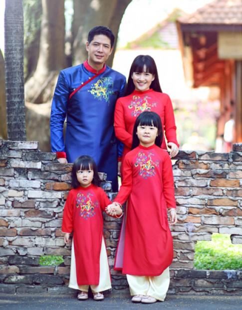 Gia dinh Binh Minh dien ao dai don xuan