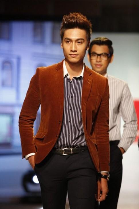 Gia Ngọc, Quang Tuyến lịch lãm với vest