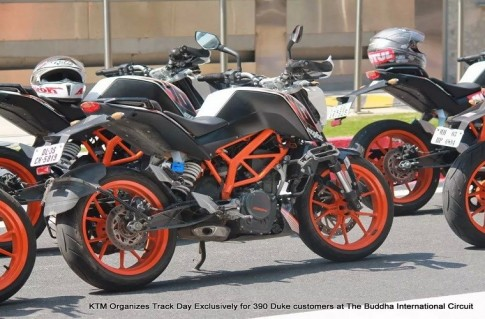 Giai dua xe hoanh trang KTM 390 Duke tai An Do