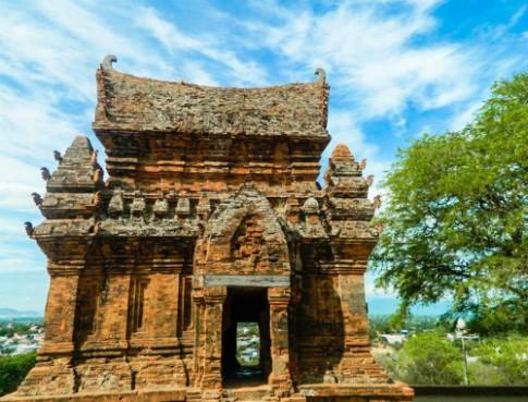 Giam gia tau hoa du lich Sai Gon - Thap Cham