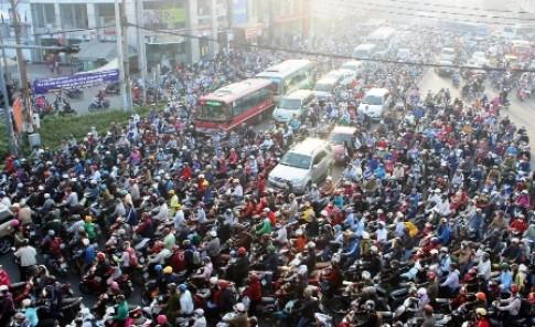 Giao thông Việt Nam hỗn loạn - Ai là thủ phạm?