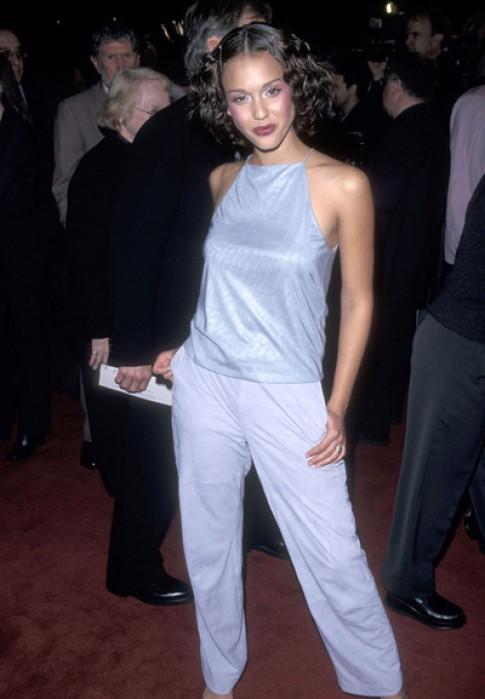 Gu thời trang khác biệt của sao thập niên 1990 và hiện tại