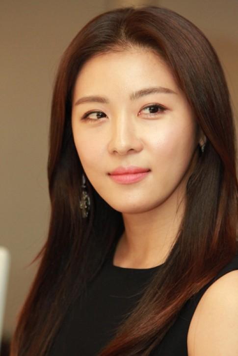 Ha Ji Won gan bo voi phong cach trang diem tu nhien