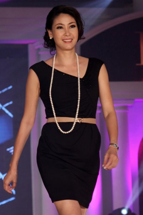 Hà Kiều Anh diễn thời trang