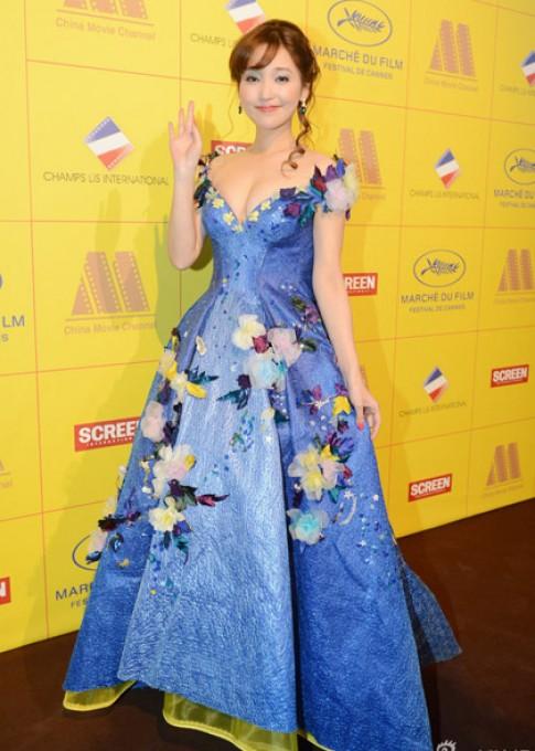 Hai nguoi dep goc Hoa chung dien sac so o Cannes